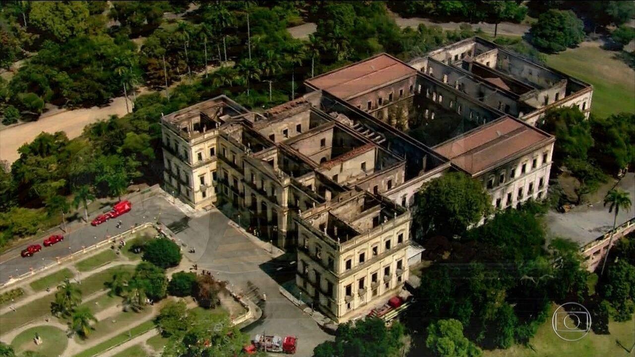 Um mês após incêndio no Museu Nacional, no Rio, causas da tragédia ainda são desconhecidas
