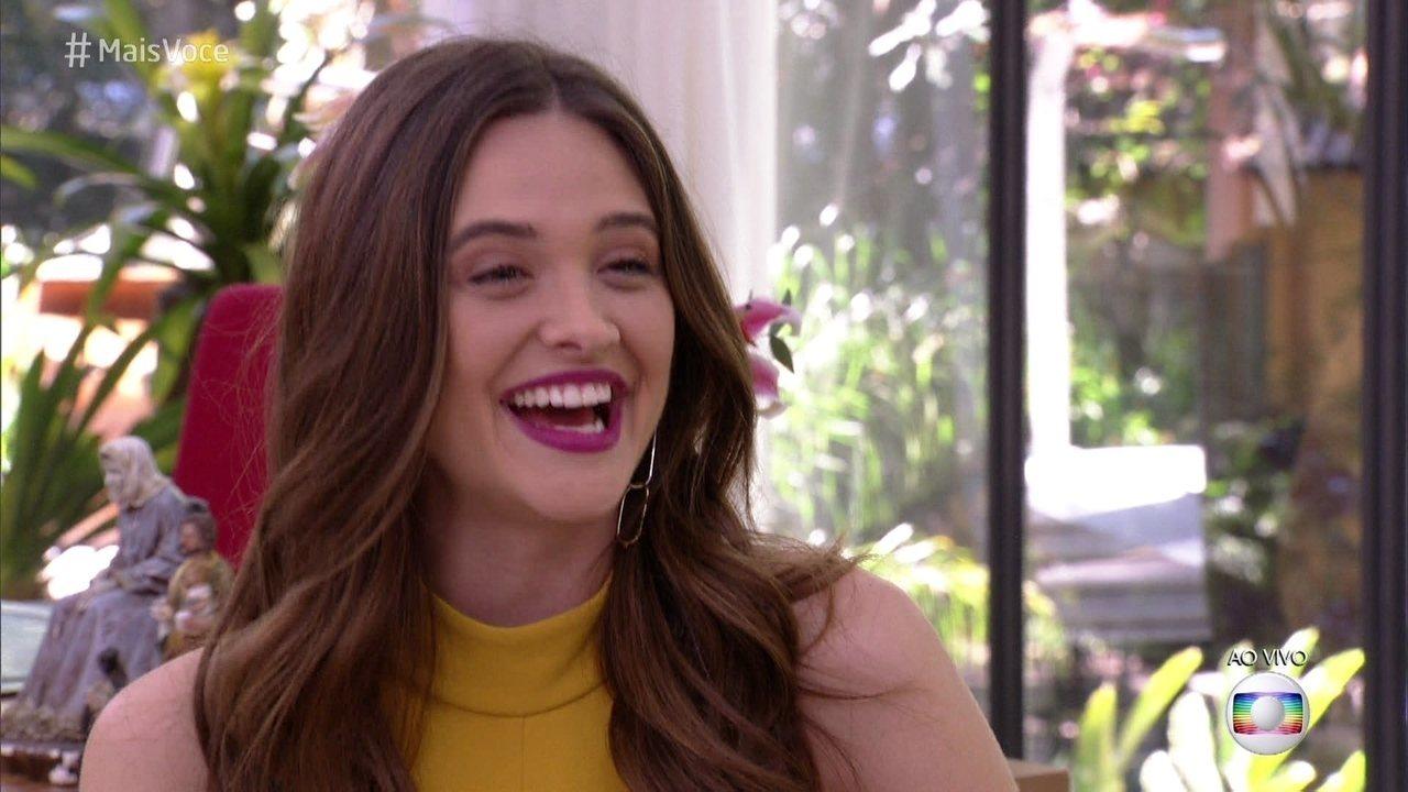 Juliana Paiva brinca com o vocabulário da personagem Marocas