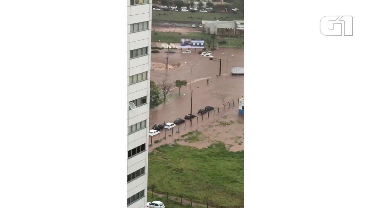 Região da Via Park fica totalmente alagada em razão da tempestade em Campo Grande