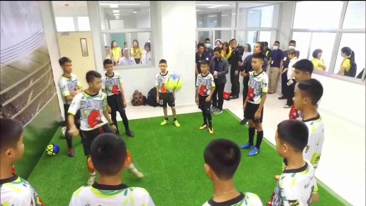 Meninos da Tailândia ficam retidos em Guarulhos (SP)
