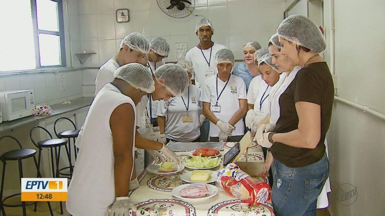 Mais de 110 jovens da Apae de Matão estão empregados