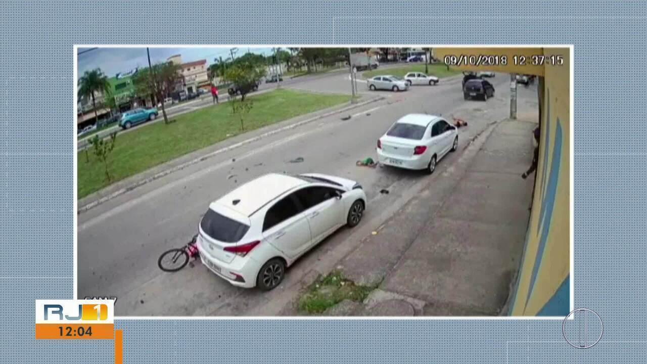 Motorista atropela ciclista com os dois filhos e menino de 2 anos morre