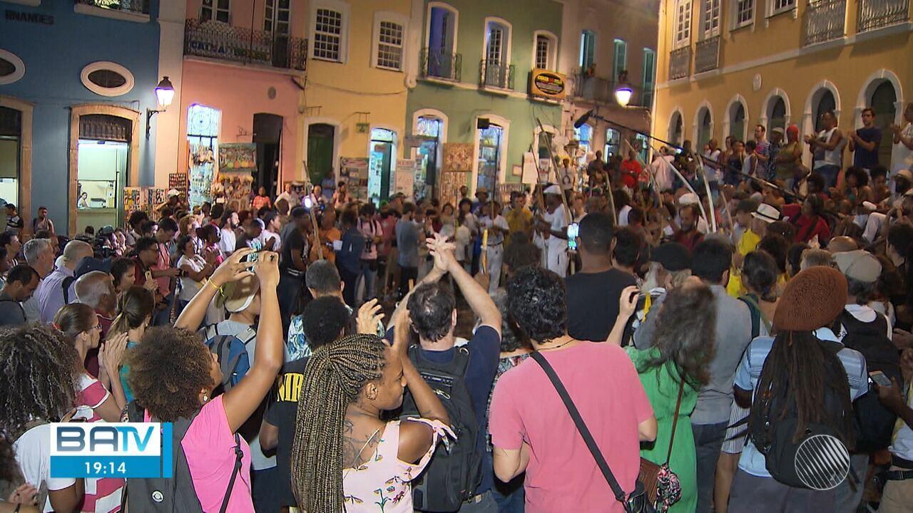 Grupo faz protesto pedindo justiça pela morte do capoeirista Mestre Môa do Katendê