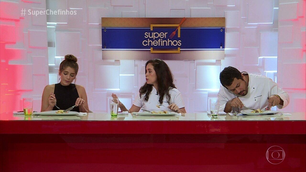 Jurados avaliam os pratos da prova de repescagem