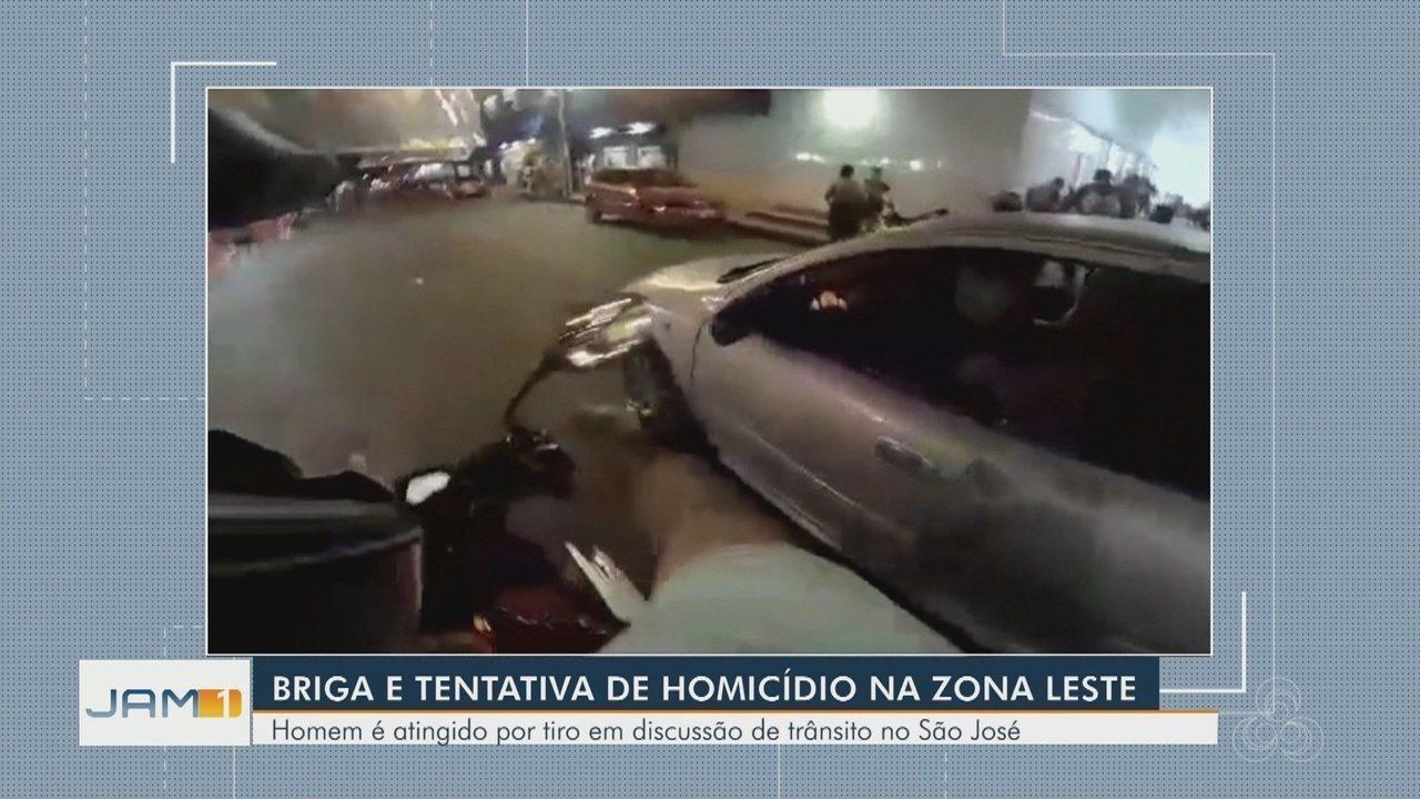 Motociclista filma momento em que é baleado nas costas durante briga no trânsito em Manaus