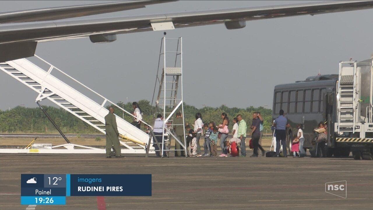 220 venezuelanos chegam a Balneário Camboriú nesta quinta-feira (11)