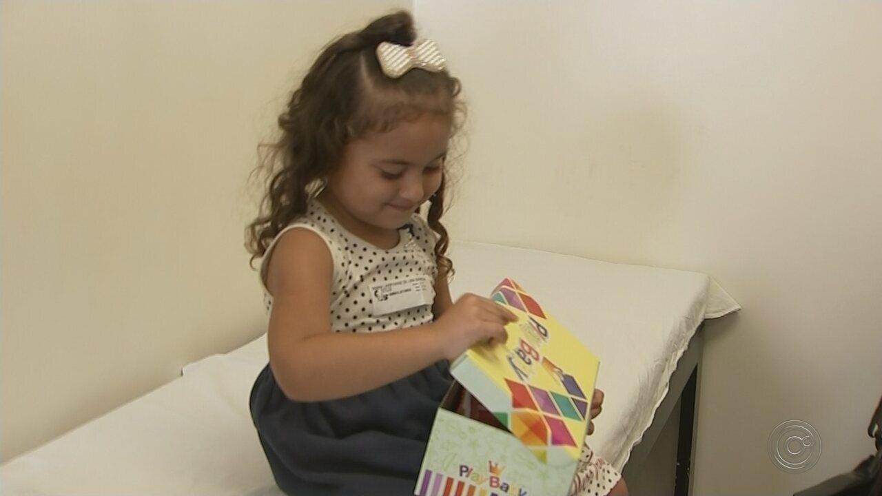 b9ced4dbf Menina realiza sonho de andar normalmente após tratamento no pé em hospital  de Rio Preto