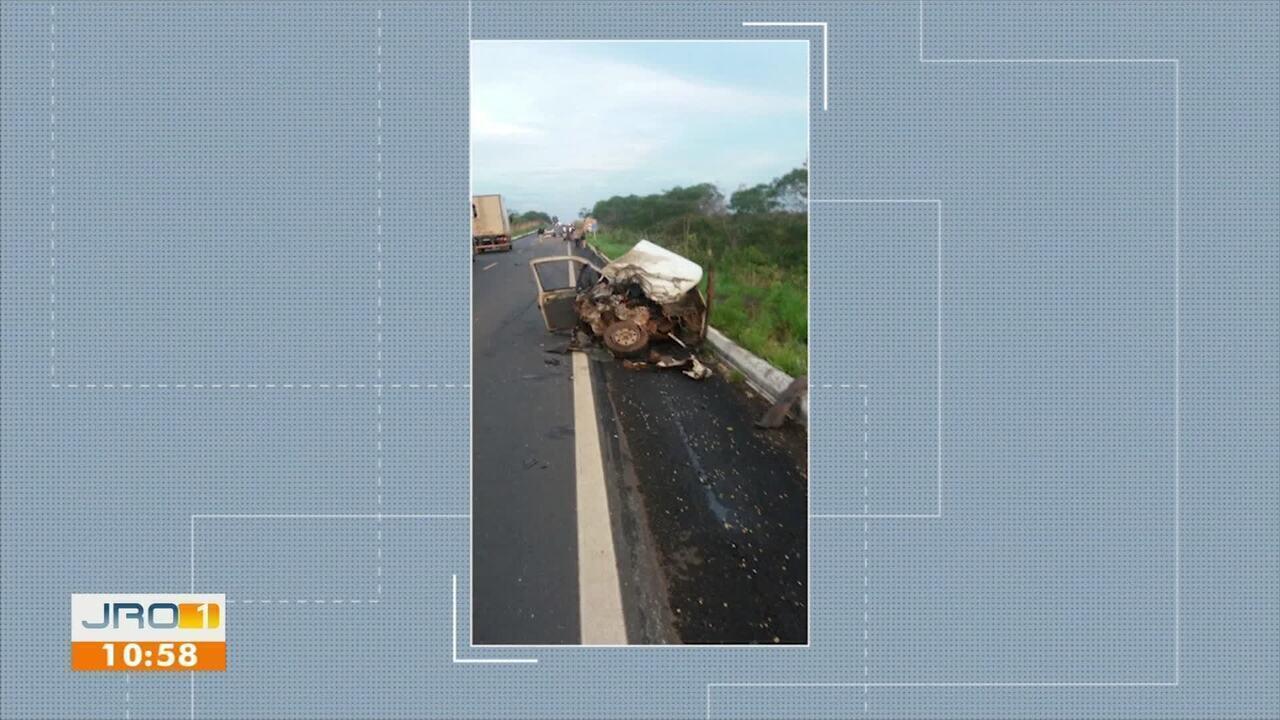 Resultado de imagem para Colisão entre carro e carreta deixa duas pessoas mortas na Zona Rural de Vilhena, RO