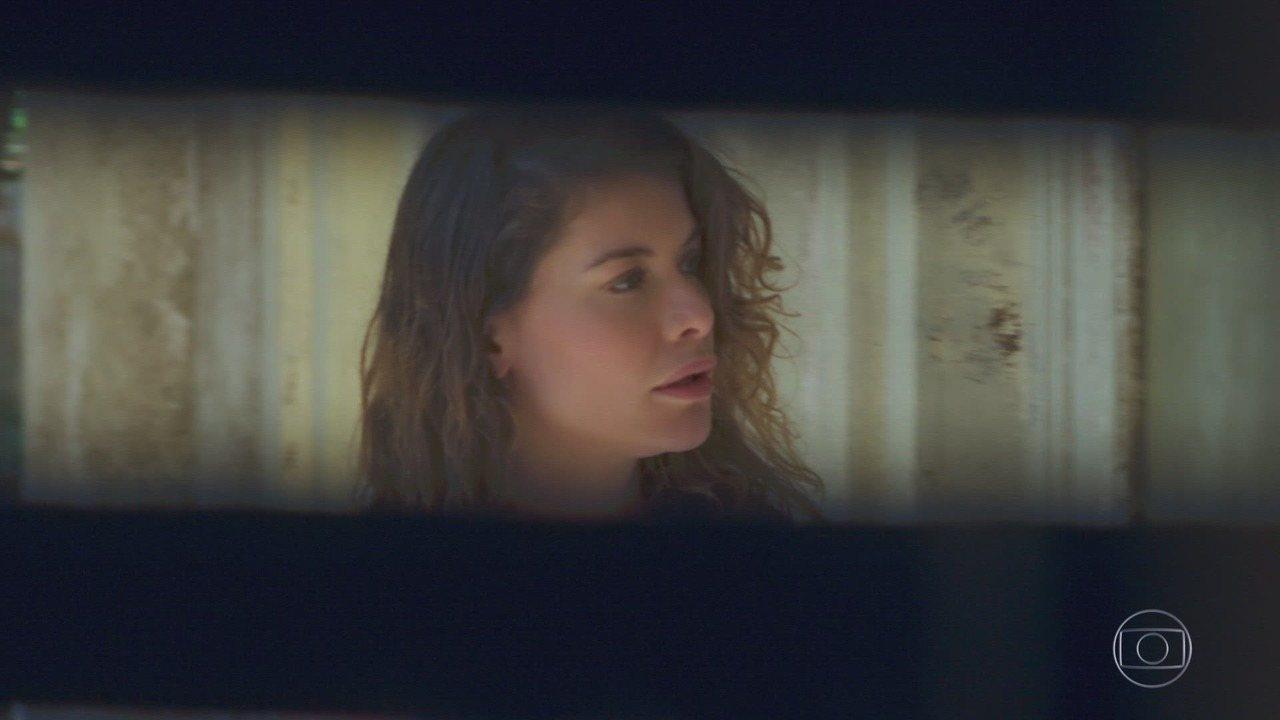 Capítulo de 13/10/2018 - Cris retorna de sua viagem no tempo, e a senhora avisa que ela tem uma missão. Margot vai ao encontro de Cris, e Isabel tenta segui-la, mas a senhora guardiã das chaves a atrapalha. Cris conta sua experiência com o passado de Julia para Margot, e afirma estar preparada para voltar no tempo e conhecer Danilo. Américo faz o jantar na pensão de Gentil, e Hugo pergunta sobre o homem.