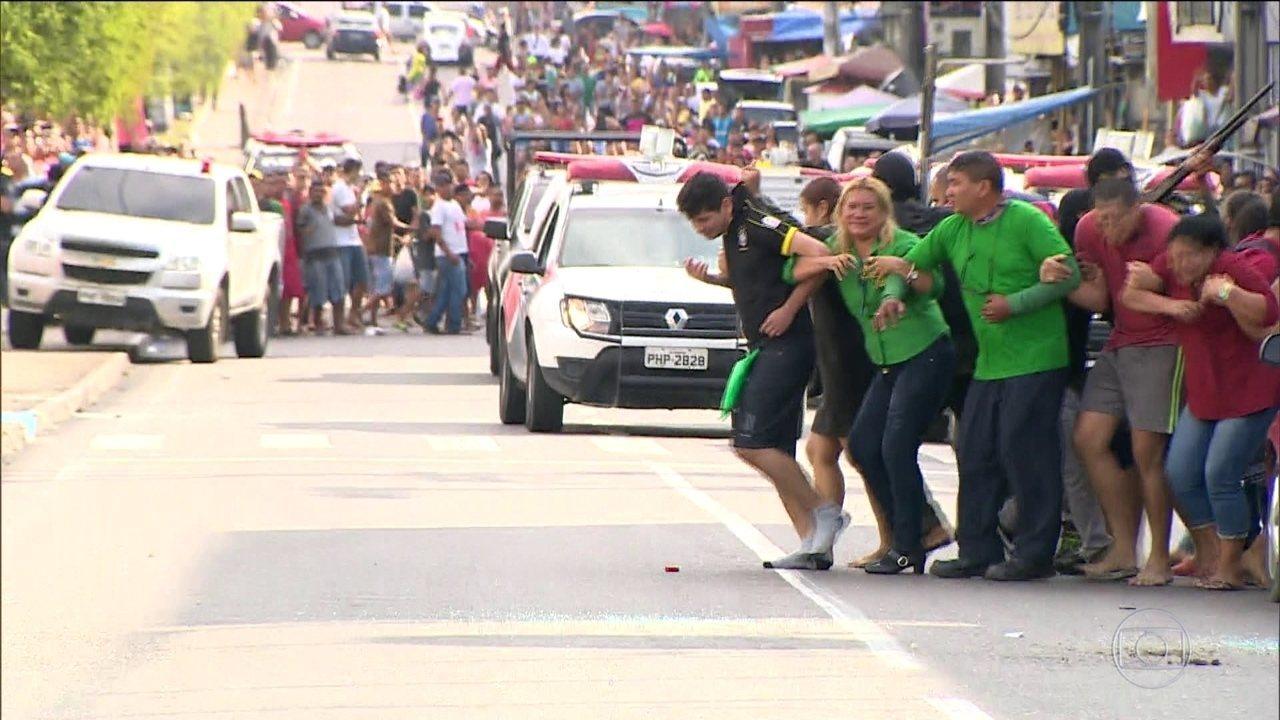 """Bandidos fazem reféns de """"escudo humano"""" em tentativa de assalto em Manaus"""