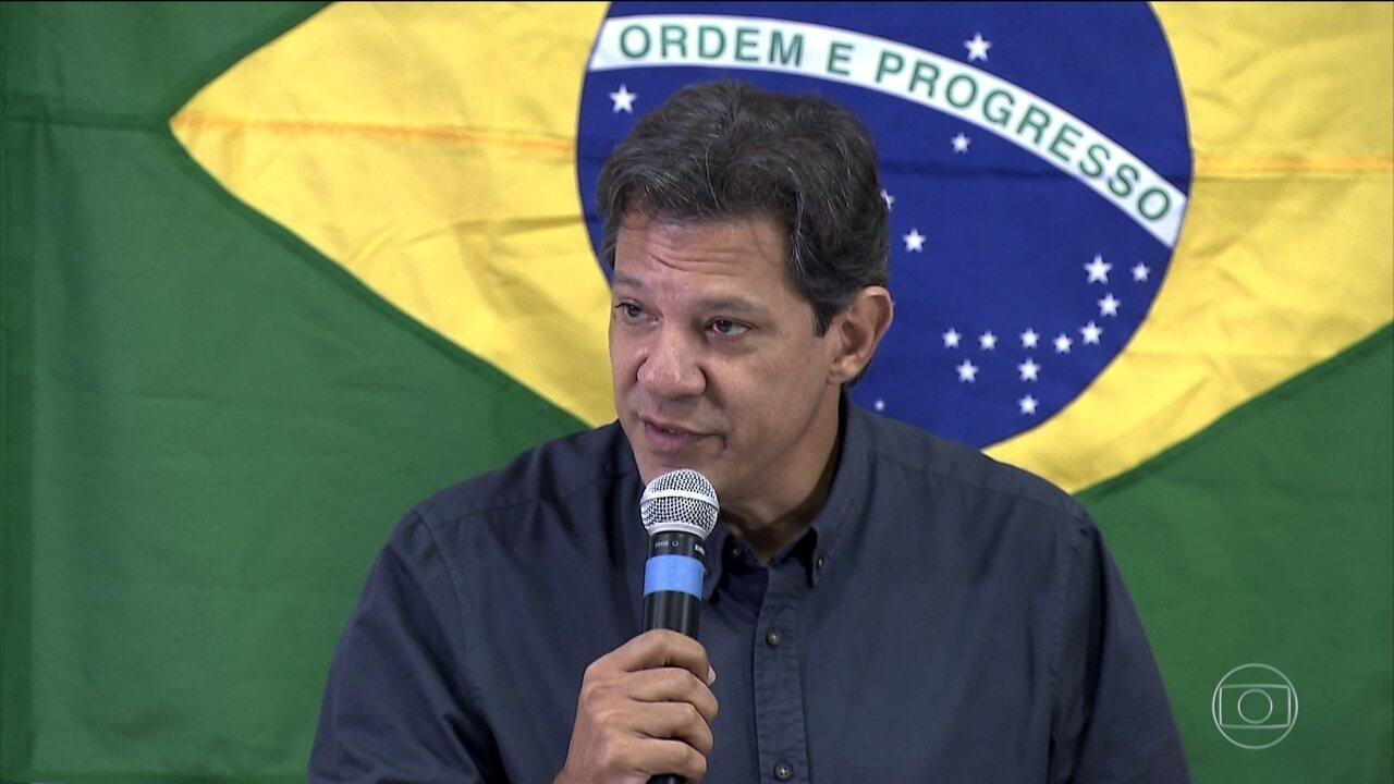 Fernando Haddad fez campanha em São Paulo nesta segunda-feira (15)