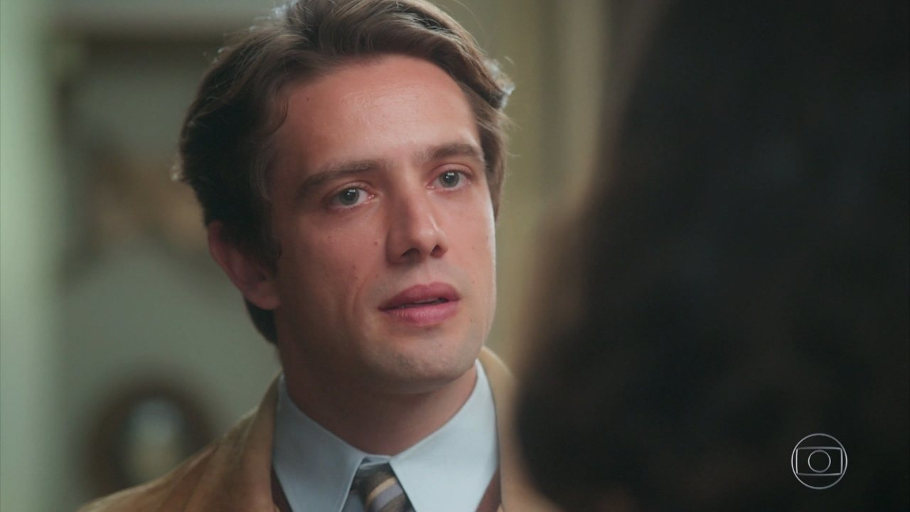 Julia (Vitória Strada) e Danilo (Rafael Cardoso) se apaixonam no primeiro encontro, em 'Espelho da Vida'