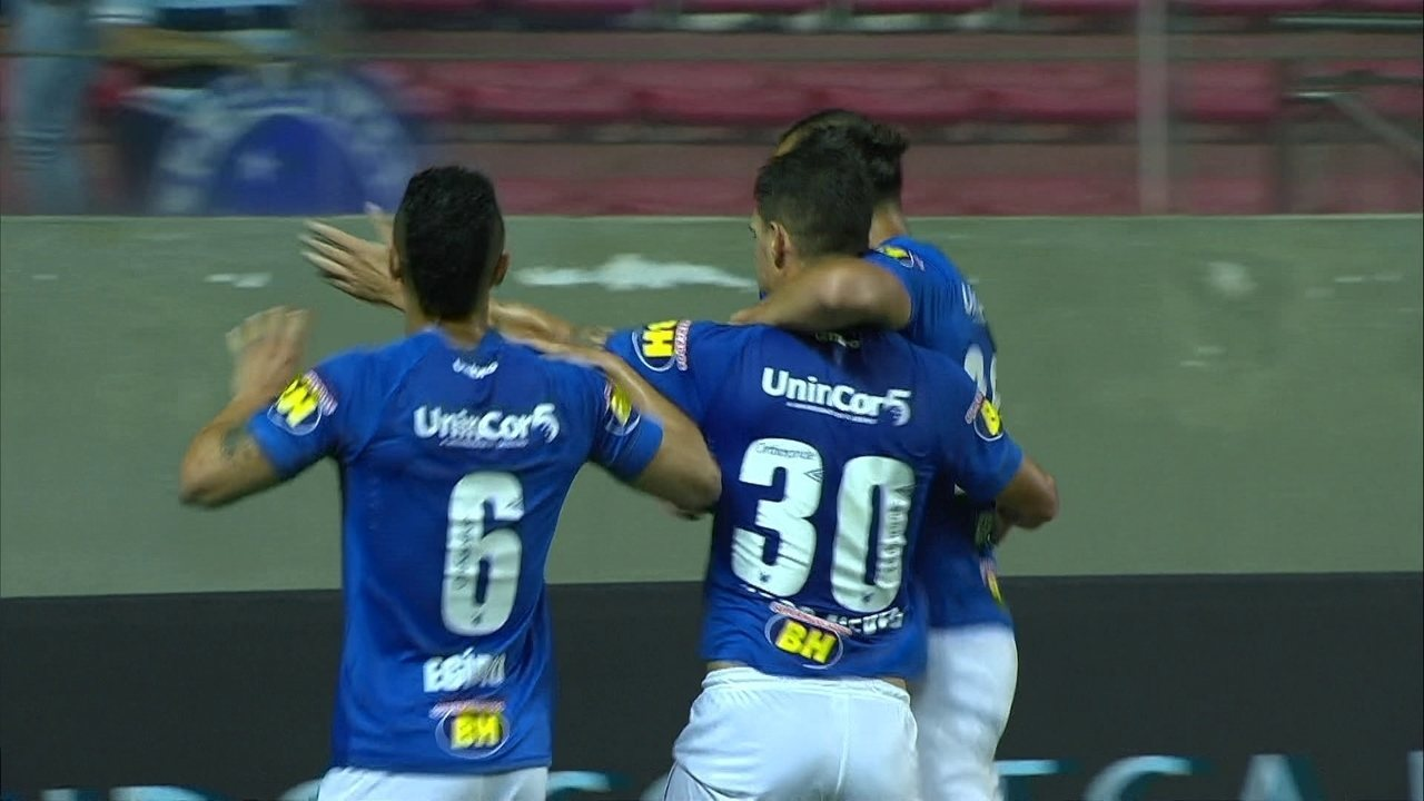 Gol do Cruzeiro! Thiago Neves chuta de longe e manda sem chances de defesa aos 21 do 1º