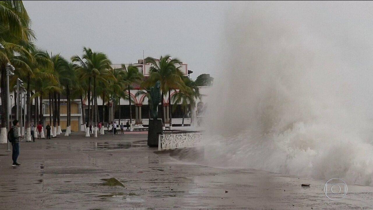 Tempestade Willa provoca estragos no México