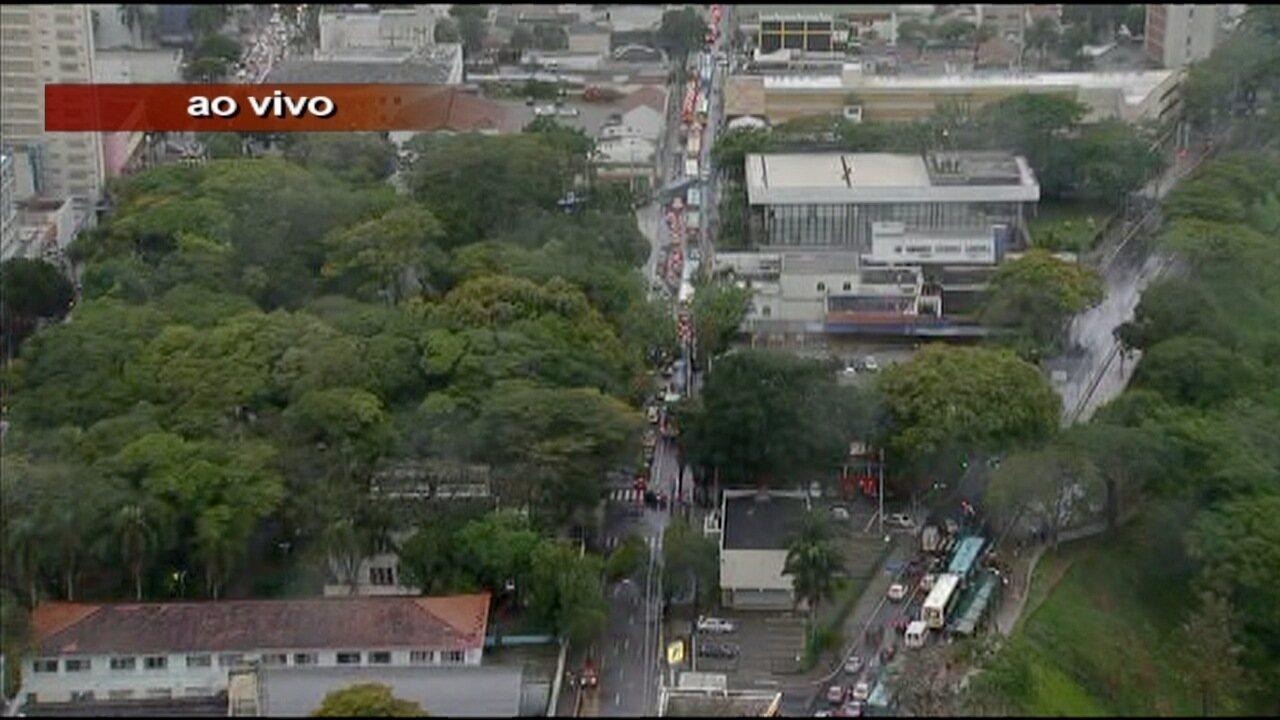 Protesto contra fechamento de acesso ao Banhado trava trânsito no Centro de São José