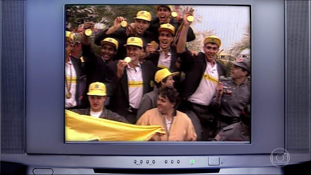 Relembre a comemoração do ouro olímpico do volei masculino em 1992!