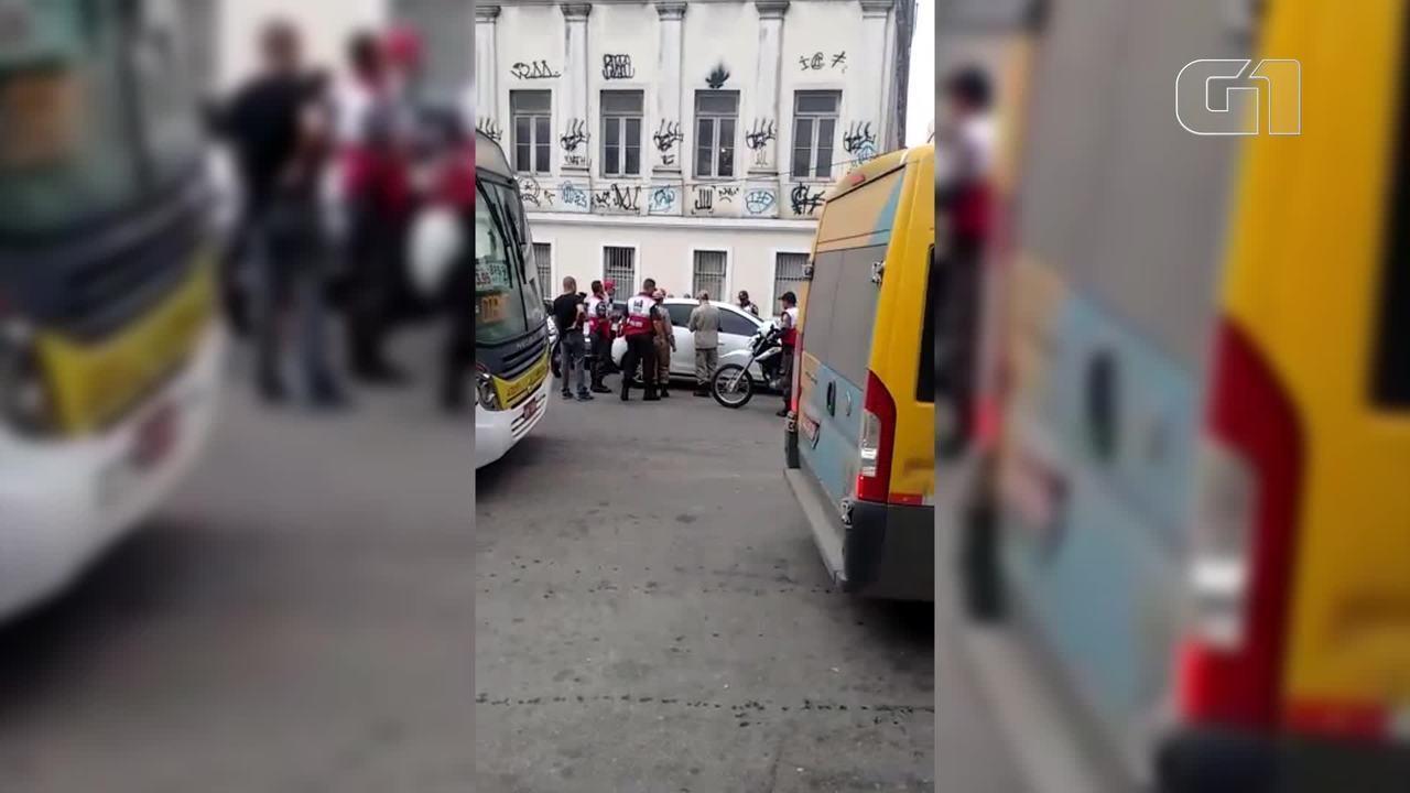 Policiais da PM e Centro Presente encontraram corpo dentre de carro no Centro do Rio