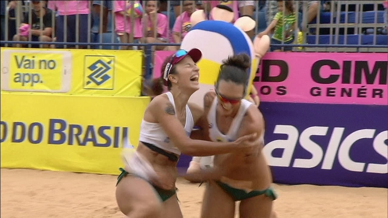 Os pontos finais de Bárbara/Fernanda 2 x 0 Carol/Maria Elisa pela final