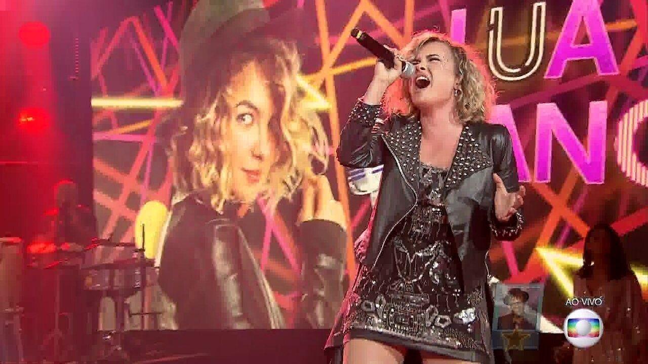 Lua Blanco canta 'Bad Romance'