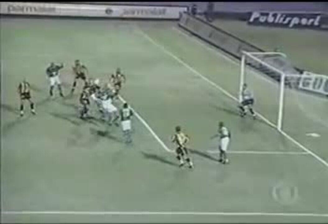 Em 2000, Palmeiras vence Peñarol por 3 a 1 pela Taça Libertadores da América