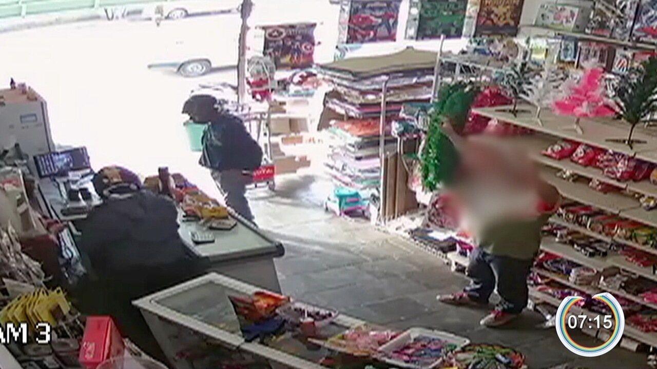 Dois homens são presos suspeitos de três roubos em Atibaia