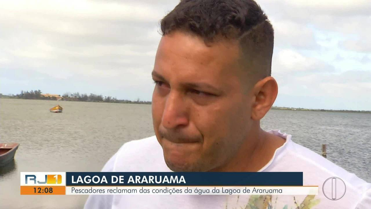 Pescador se emociona ao falar de poluição na Lagoa de Araruama, no RJ