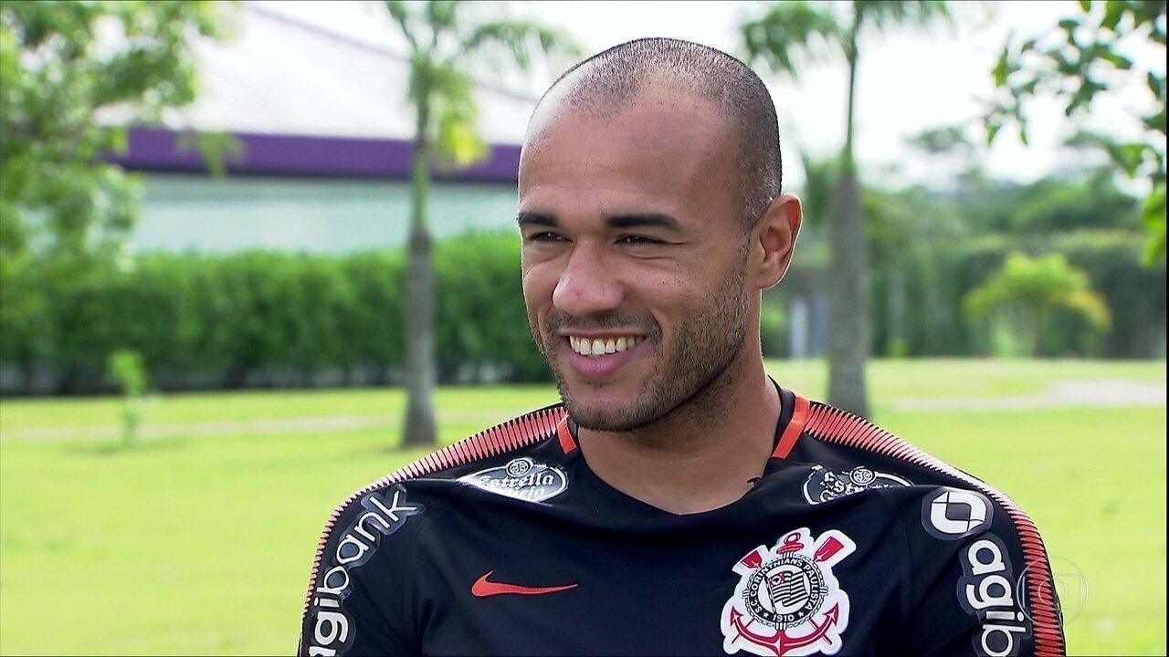Buscando uma vaga no time titular do Corinthians, atacante Roger vai reencontrar ex-clube