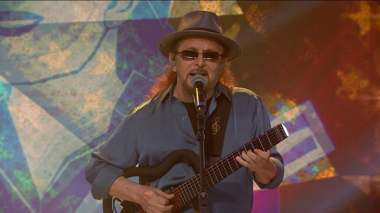 Geraldo Azevedo canta