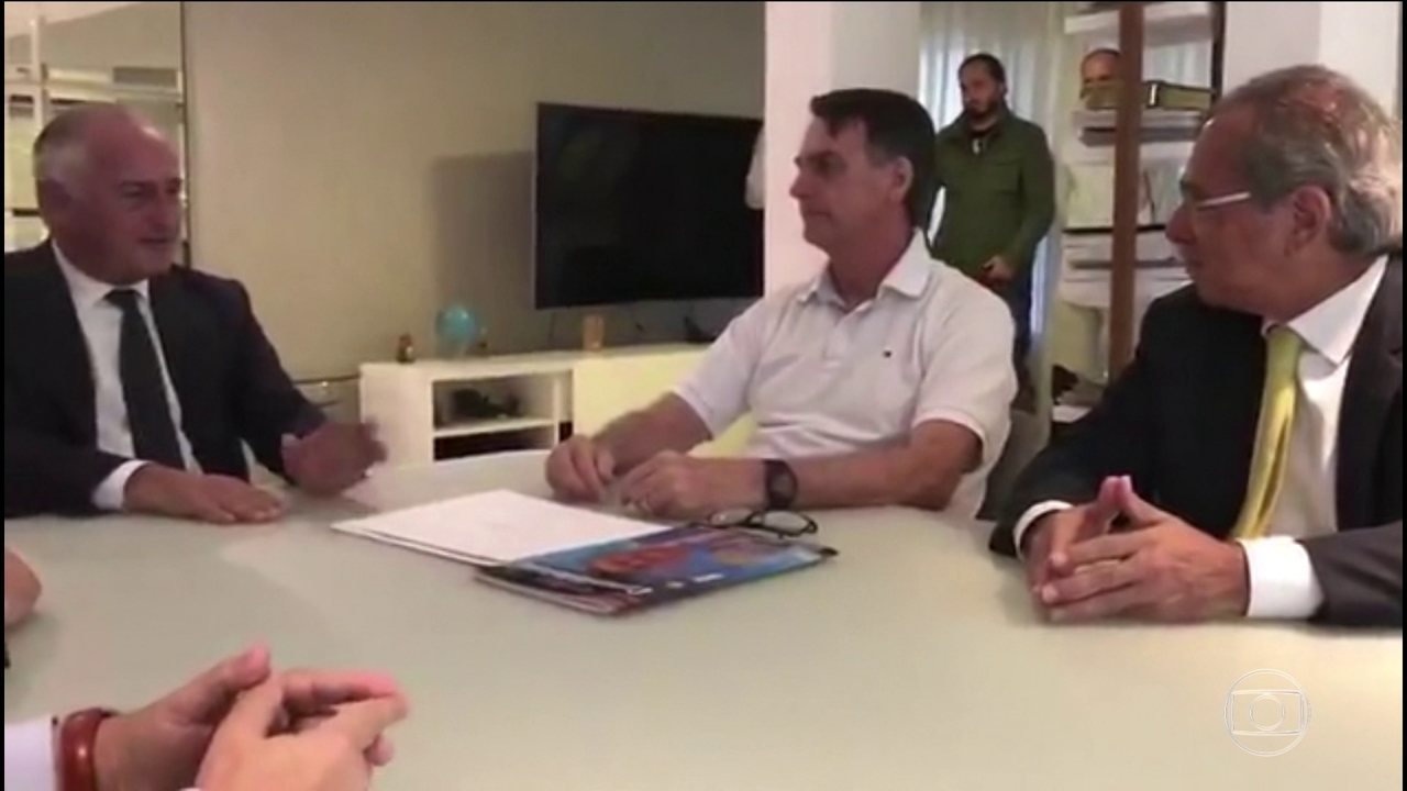 Jair Bolsonaro se reúne com embaixador da Itália