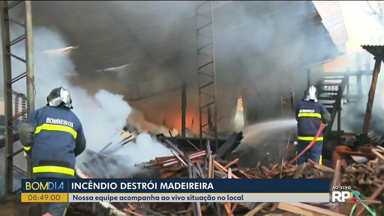 Incêndio atinge madeireira em Londrina