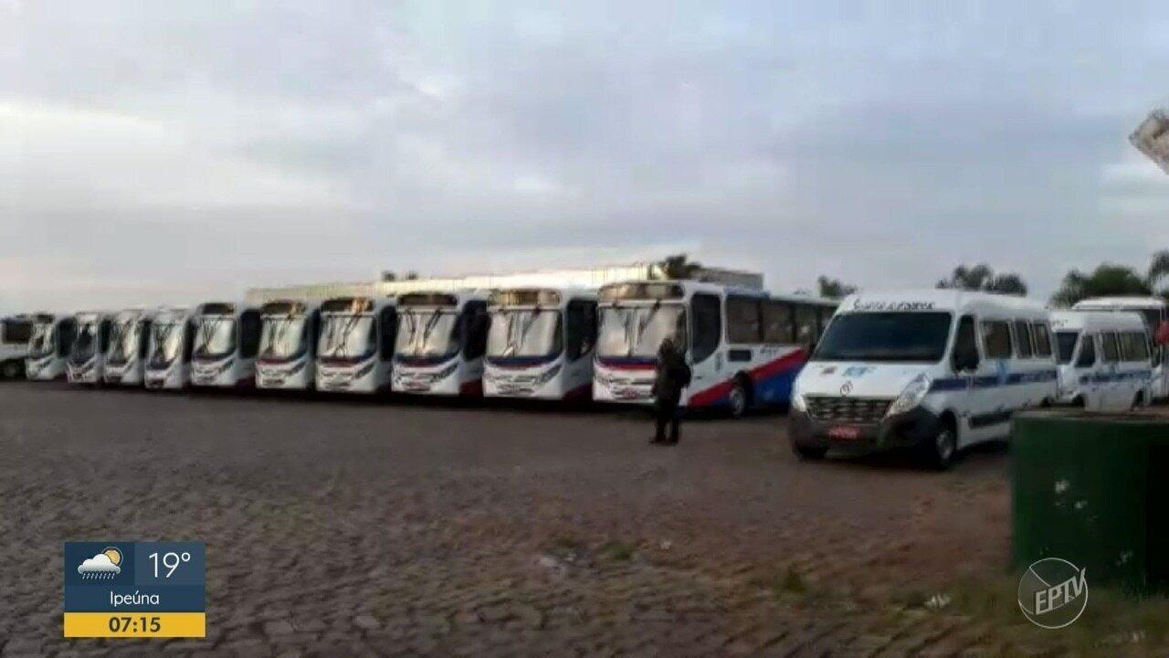 Motoristas de empresa de Americana iniciam protesto e ônibus não saem da garagem