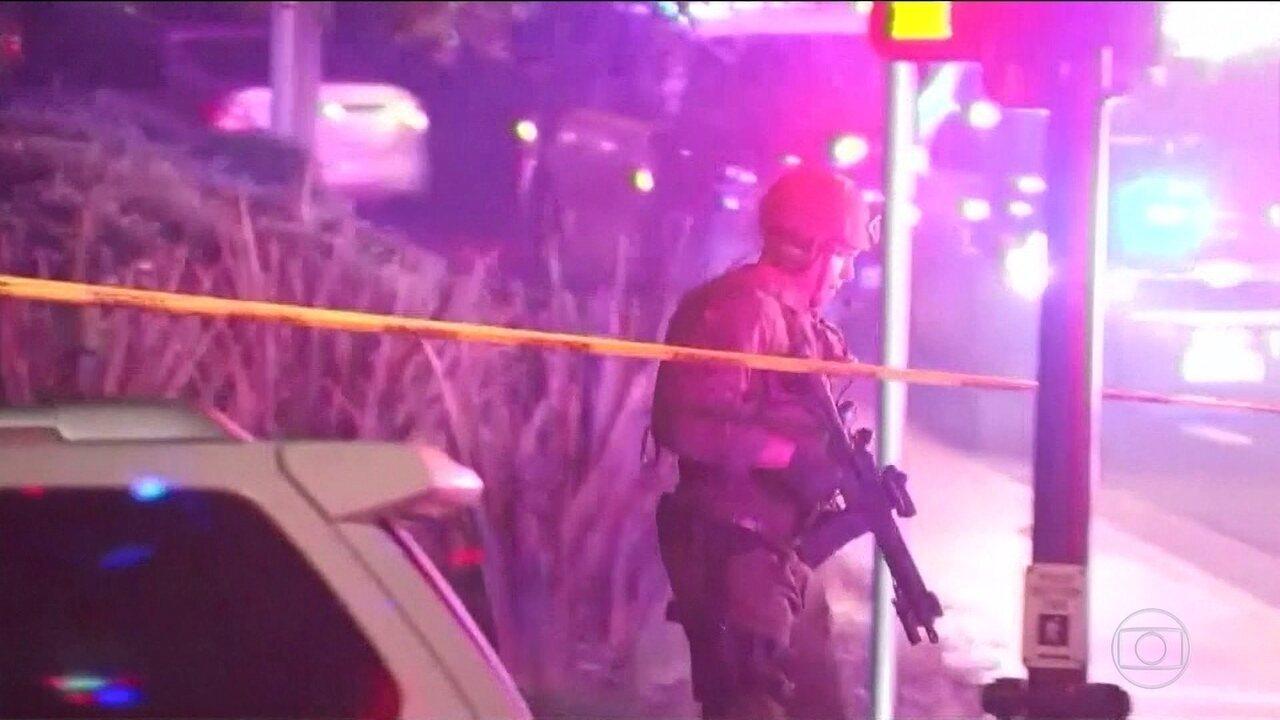 7146387 - Atirador deixa mortos e feridos em bar na Califórnia