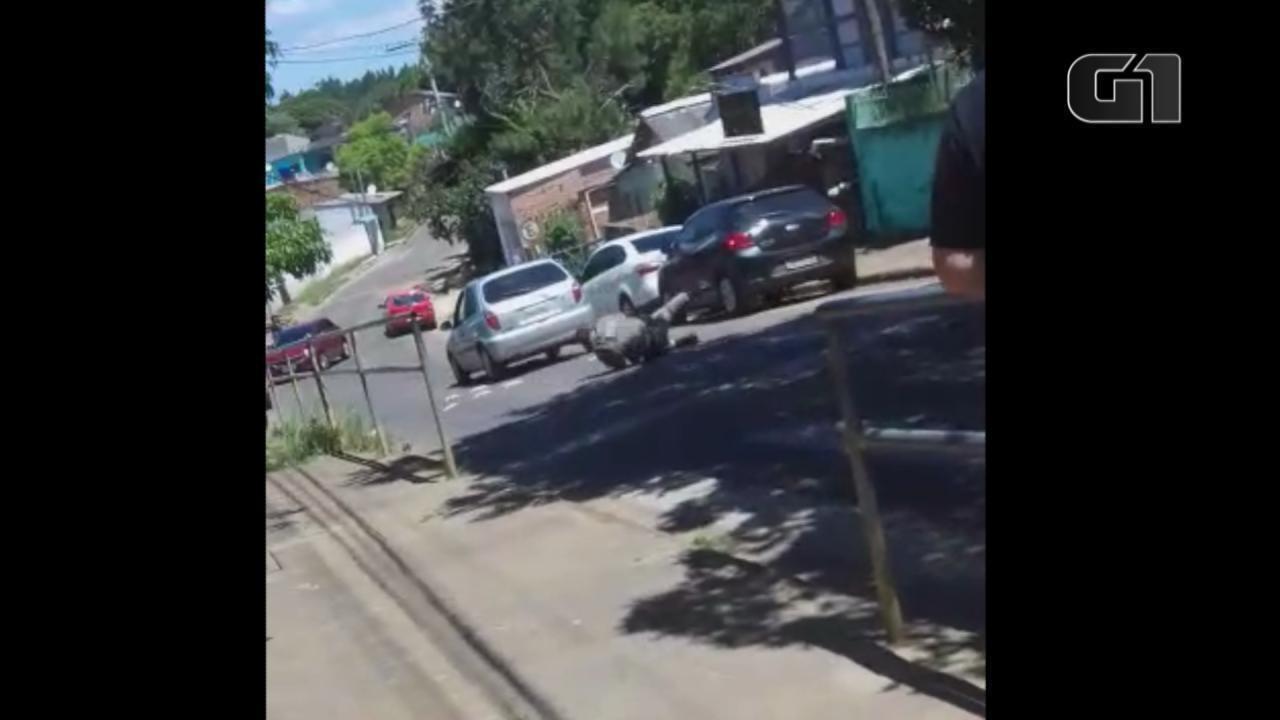 Vídeo flagra mulher atropelando policial em Porto Alegre