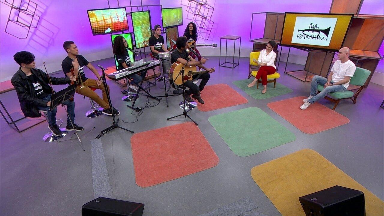 Associação ensina música a pessoas de comunidades pobres