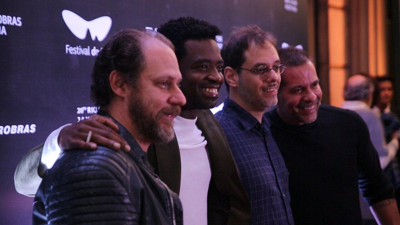 Fabrício Boliveira e Leandro Hassum lançam cinebiografia de