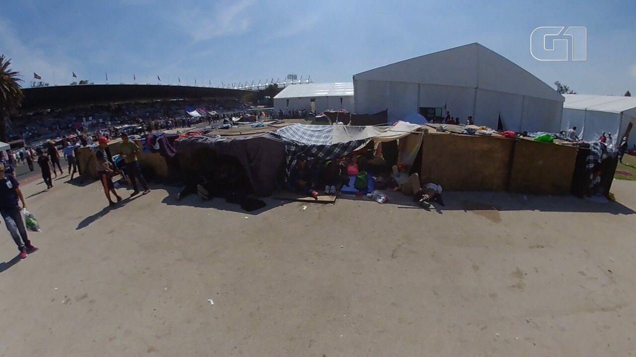 Imigrantes de caravana para os EUA acampam na Cidade do México