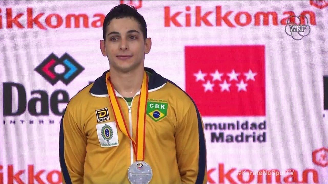 Vinícius Figueira leva a prata na final do Mundial de Karatê