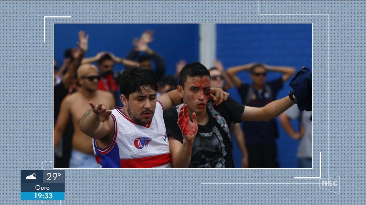 Em jogo marcado por confusão entre torcidas, Avaí perde para o Fortaleza