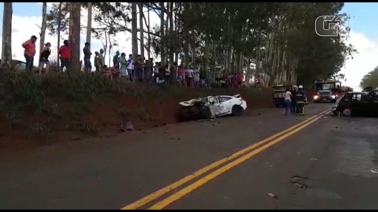 Cinco morre e um fica ferido em acidente na PR-317, no norte do Paraná