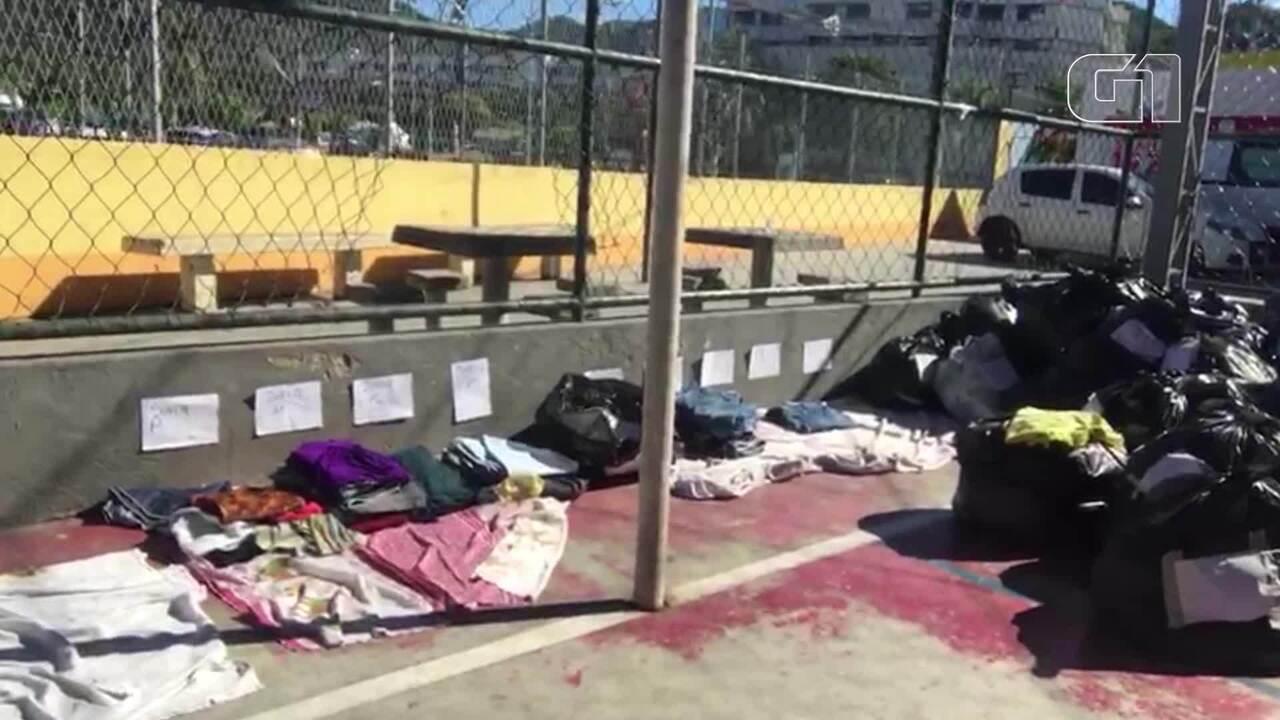 Voluntários separam doações para famílias que estão desabrigadas após tragédia em Niterói