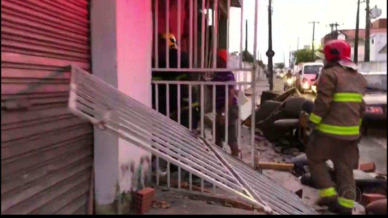 JPB2JP: Incêndio numa loja de estofados no bairro de Mangabeira em João Pessoa