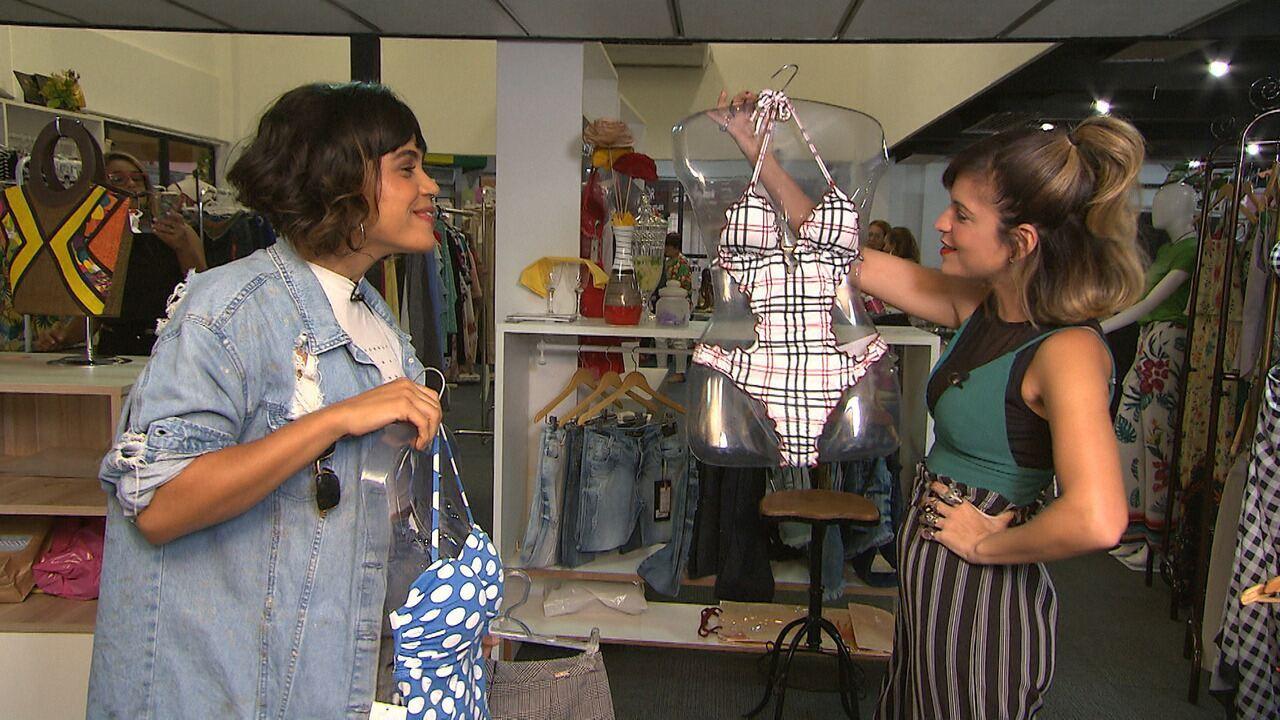 Paula Magalhães faz garimpo no bairro do Imbuí com a produtora de moda Marthiele Dias