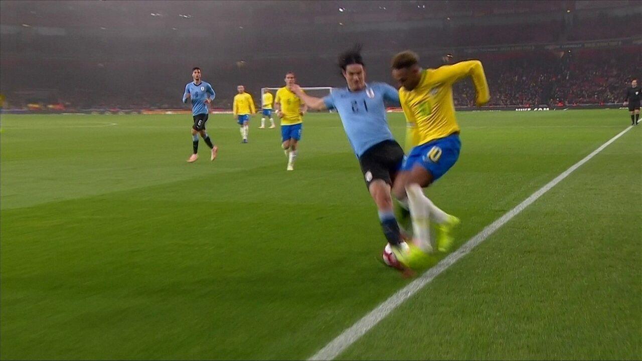 af8c922236 Neymar critica post com frase sobre Cavani