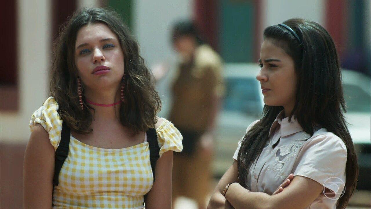 Lourdes Maria observa quando Luz, Sóstenes e Geandro saem com Gabriel