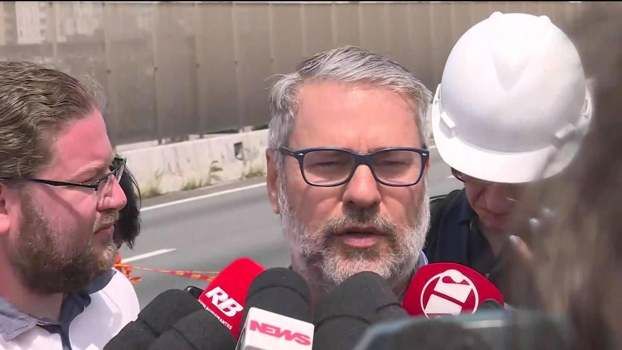 Viaduto da Marginal Pinheiros cedeu na noite de sexta (16)