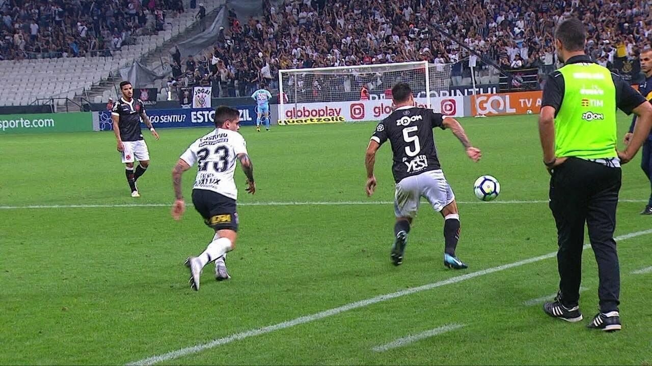 Desábato e Fagner se desentendem após o fim da partida na Arena Corinthians