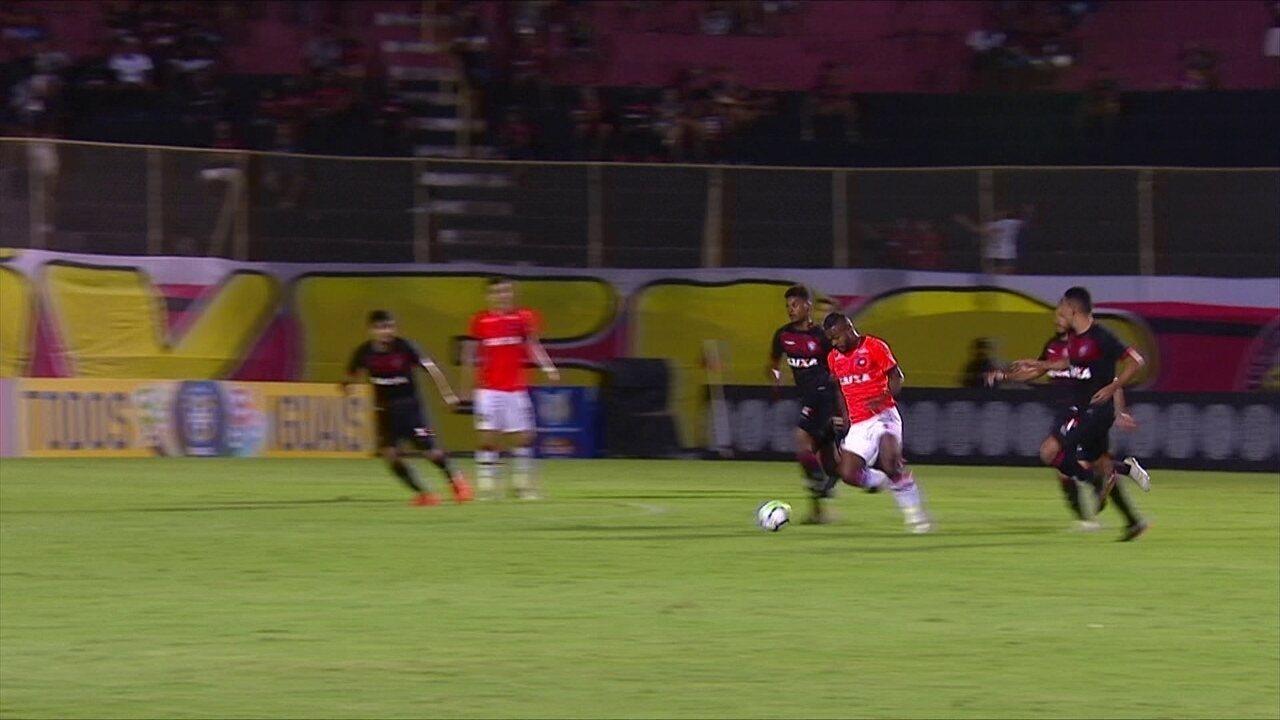 Melhores momentos de Vitória 1 x 2 Atlético-PR pela 35ª rodada do Campeonato Brasileiro