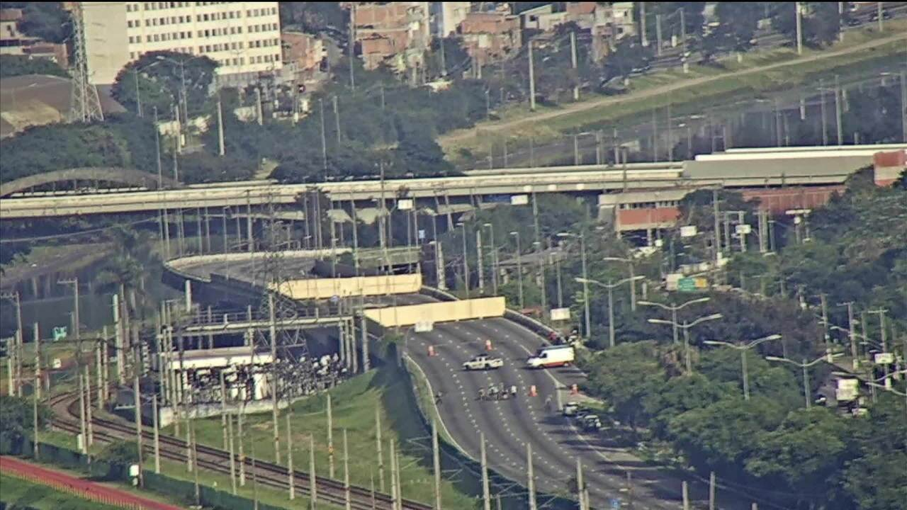 Técnicos devem fazer nova medição em viaduto que cedeu na Marginal Pinheiros