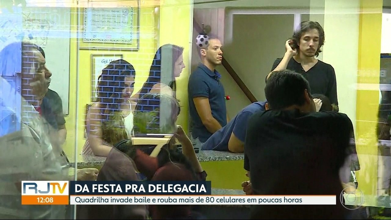 Resultado de imagem para PM prende quadrilha internacional que furtava celulares em festas no Rio Ao menos 85 celulares foram recuperados pelos policiais após um show no Maracanãzinho na noite de segunda-feira (19); 11 pessoas foram presas, entre elas venezuelanos, colombianos e bolivianos.
