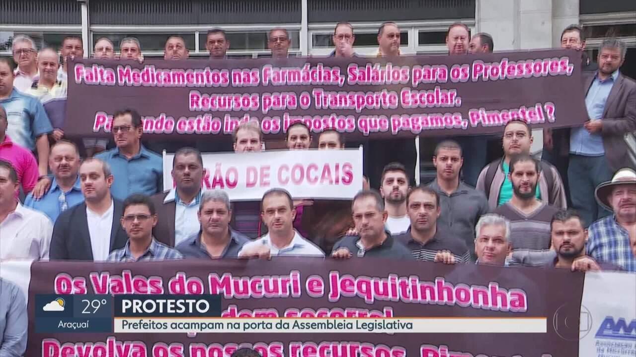 Prefeitos fazem protesto em frente a ALMG